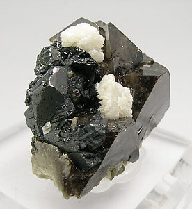 Scheelite with Calcite. Side