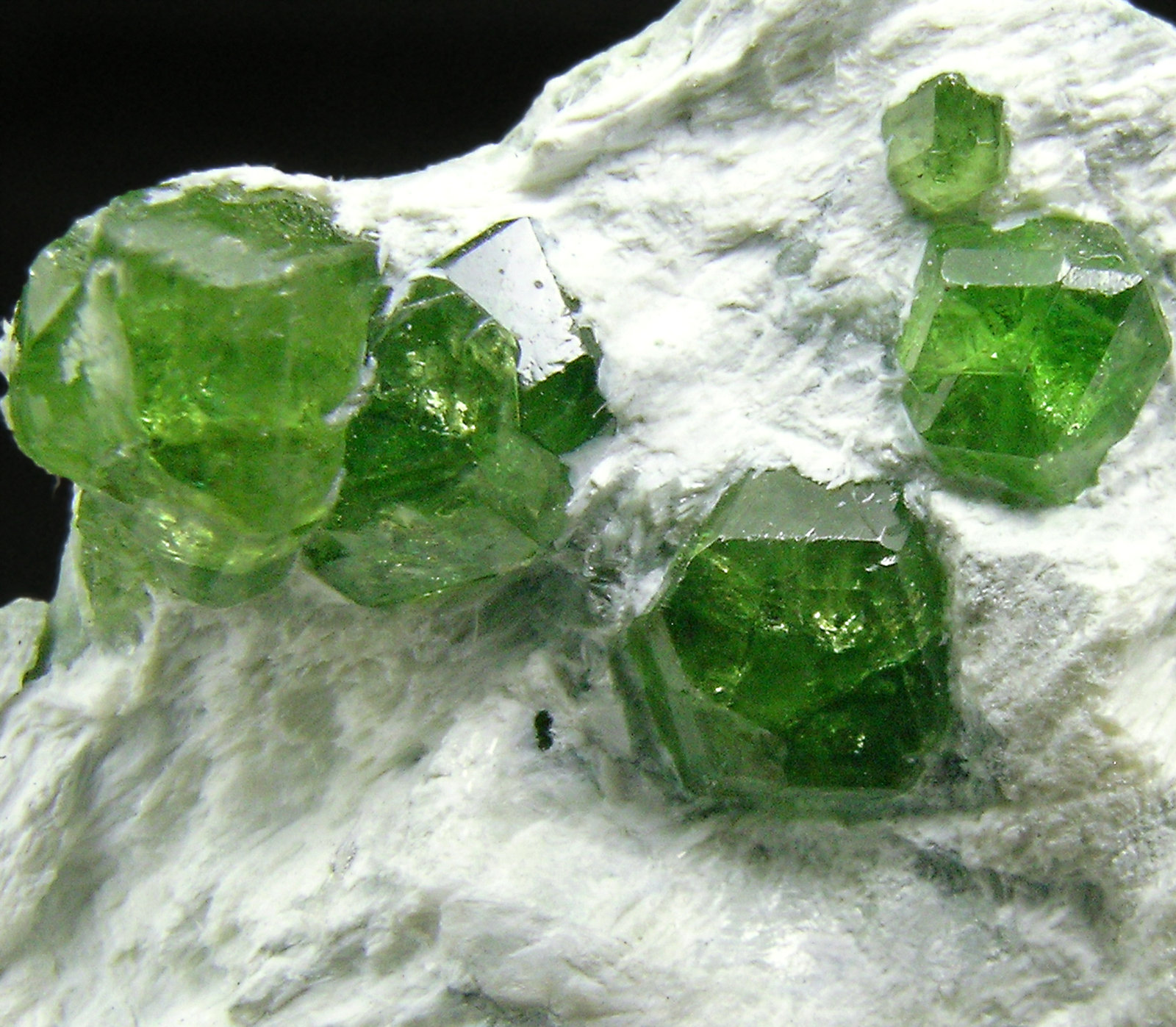 specimens/s_imagesQ0/Andradite_Demantoid-ET46Q0d.jpg