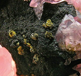Rhodochrosite with Tsumcorite and Galena.