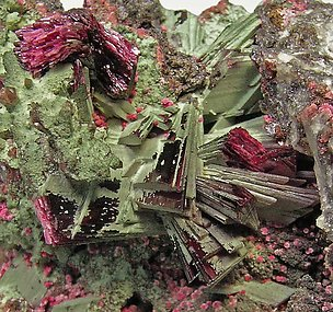 Erythrite with Bariopharmacosiderite.