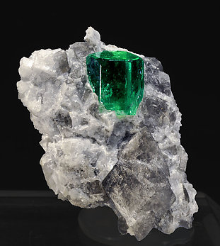Beryl (variety emerald) on Calcite. front