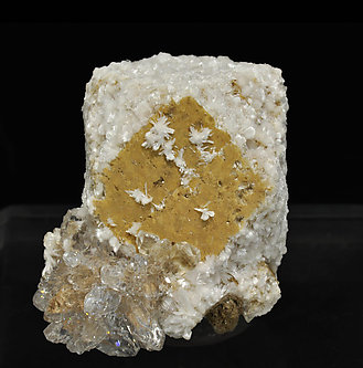 Bultfonteinite with Hydroxyapophyllite-(K) and Calcite.