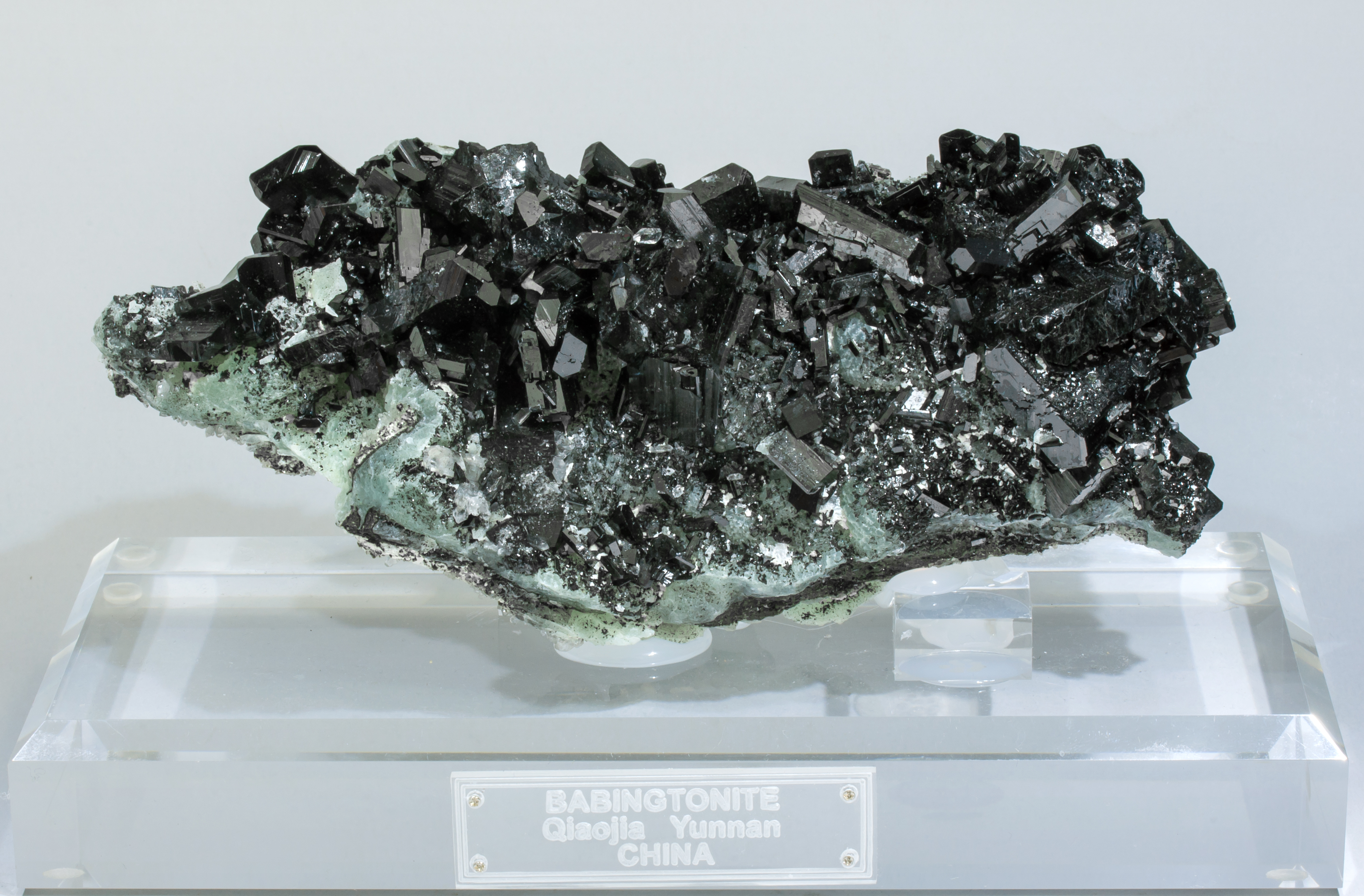 specimens/s_imagesR3/Babingtonite-TA98R3fp.jpg