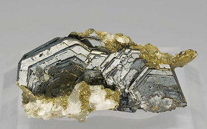 Hematite with Muscovite and Clinochlore. Front