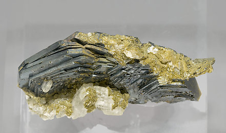 Hematite with Muscovite and Clinochlore. Top