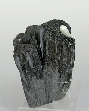 Ilvaite with Quartz. Side
