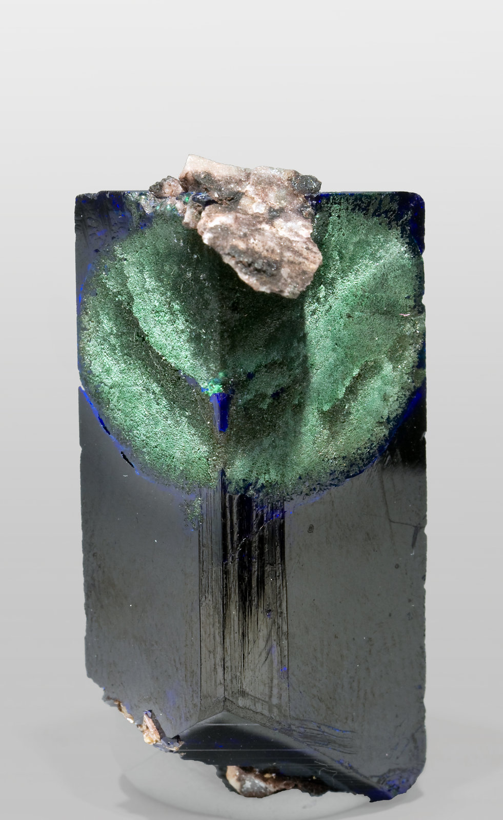 specimens/s_imagesR8/Azurite-MG68R8f.jpg