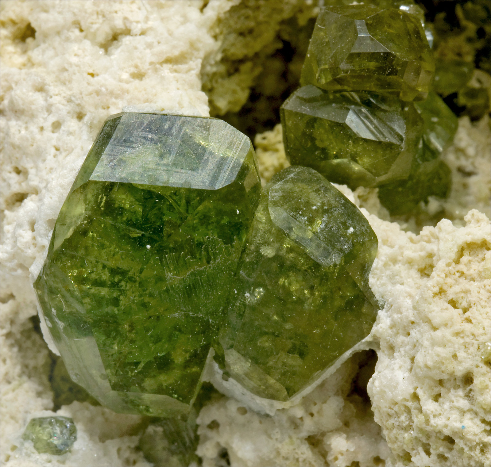 specimens/s_imagesS9/Andradite_Demantoid-TK52S9d1.jpg