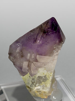 Sceptered Quartz (variety amethyst) with smoky Quartz. Side