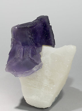 Fluorite with Calcite and Chalcopyrite. Side