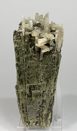 Hedenbergite with Quartz. Front