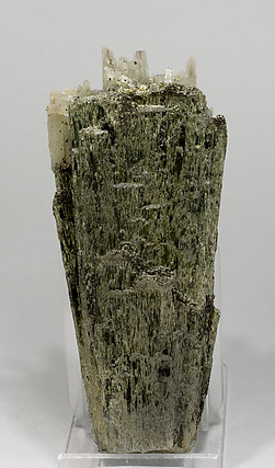 Hedenbergite with Quartz. Rear
