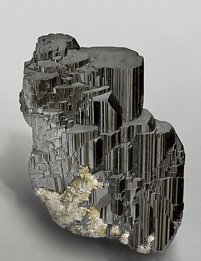 Ferberite with Muscovite. Front