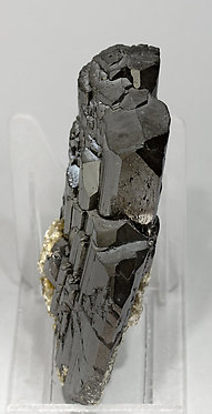 Ferberite with Muscovite. Side