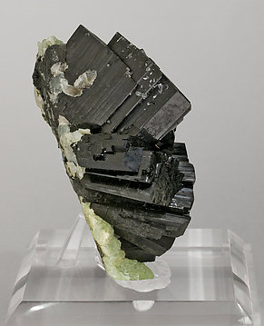Babingtonite with Prehnite. Side