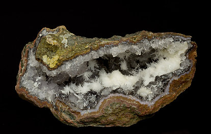 Aragonite and Goethite on Quartz.