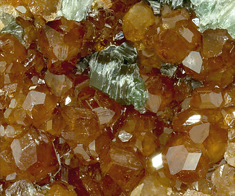 Grossular with Chlorite.