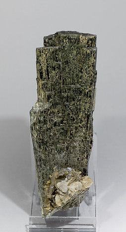 Hedenbergite with Quartz and Calcite. Rear