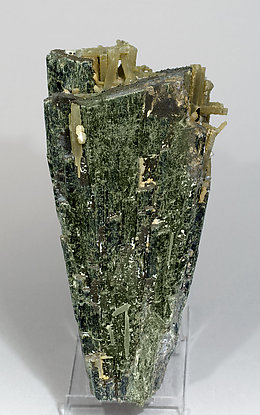 Hedenbergite with Quartz and Calcite. Front
