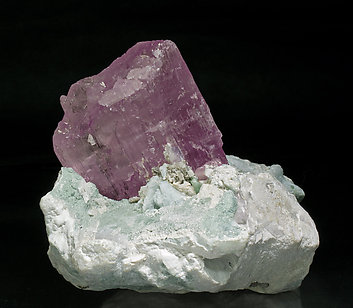 Spodumene (variety kunzite) with Albite and Elbaite.