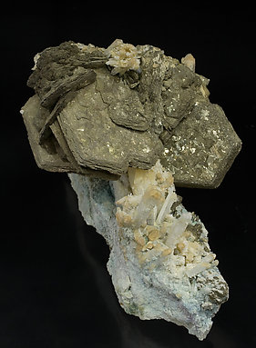 Pyrrhotite with Pyrite and Quartz. Side