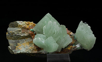Baryte with Malachite and inclusions of Malachite. Side