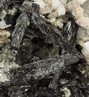 Ferberite with Calcite and Quartz.