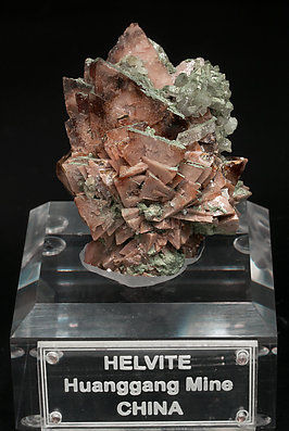 Helvine-Genthelvite with Calcite, Quartz and chlorite. Front