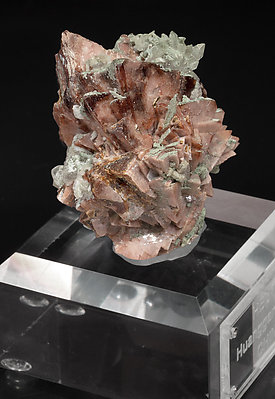 Helvine-Genthelvite with Calcite, Quartz and chlorite. Side