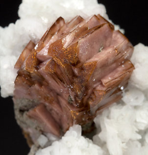 Helvine-Genthelvite on Calcite.