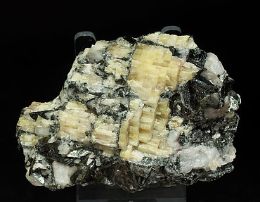Topaz (variety pycnite) with Zinnwaldite and Quartz. Side