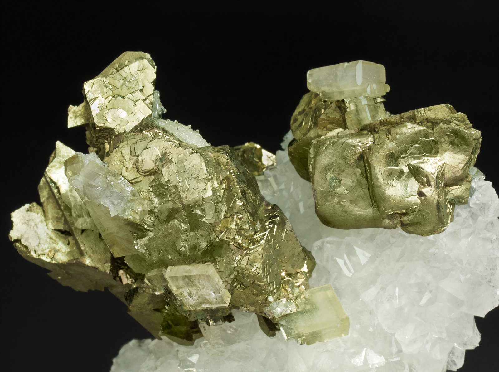 specimens/s_imagesY1/Pyrite-EF67Y1d.jpg