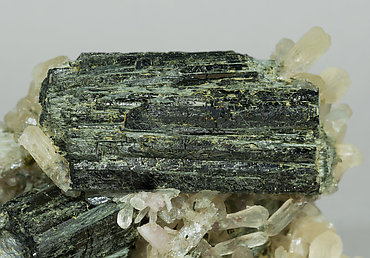 Arfvedsonite with Stilbite-Ca.