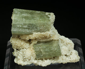 Fluorapatite with Stilbite-Ca. Front