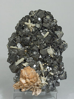 Genthelvite with Magnetite and Quartz.