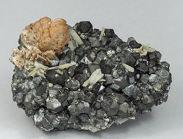 Genthelvite with Magnetite and Quartz. Side