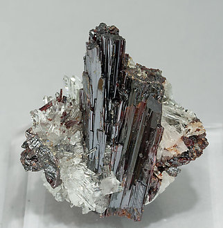 Hübnerite with Quartz. Front