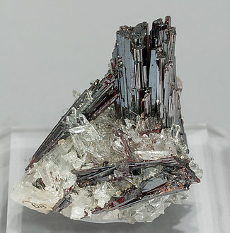 Hübnerite with Quartz. Side