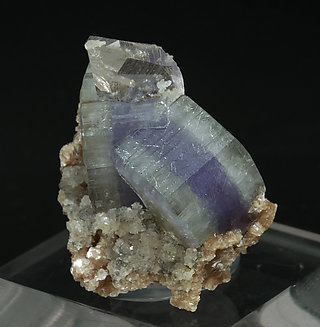 Fluorapatite with Quartz and Muscovite. Side