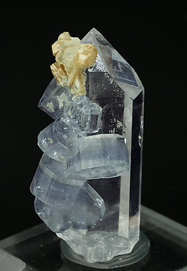 Fluorapatite with Quartz and Siderite. Front