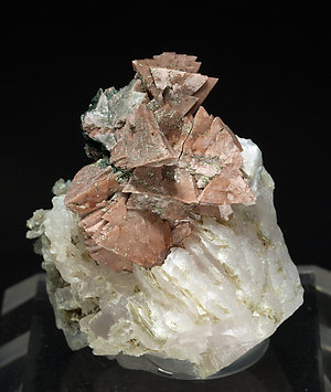 Genthelvite with Calcite and Chlorite.