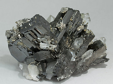 Ferberite with Quartz, Arsenopyrite and Muscovite. Side