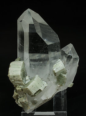 Quartz with Fluorapatite and Chlorite. Front