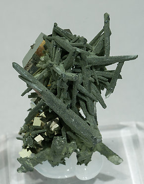 Quartz with Chlorite and Pyrite. Side