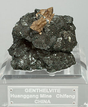 Genthelvite with Magnetite and Arsenopyrite.