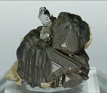 Sphalerite with Chalcopyrite, Arsenopyrite and Siderite. Front