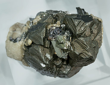 Sphalerite with Chalcopyrite, Arsenopyrite and Siderite. Top