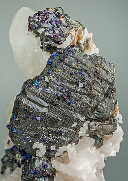 Sphalerite with Chalcopyrite, Calcite and Dolomite.