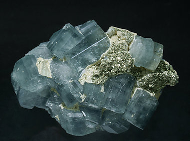 Fluorapatite with Pyrite, Siderite and Muscovite. Front