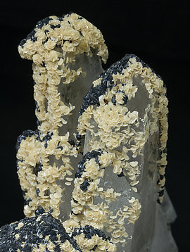Quartz with inclusions, Sphalerite and Siderite.
